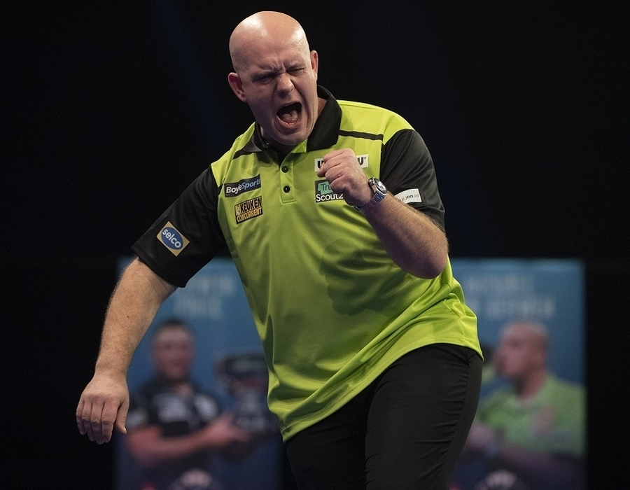 MvG and Whitlock progress in Day Two of Grand Slam