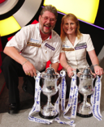 Winmau Sign US Darts Star Sandy Hudson