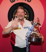 "WINMAU sign Australia^s hottest dart talent Simon ""The Wizard"" Whitlock"