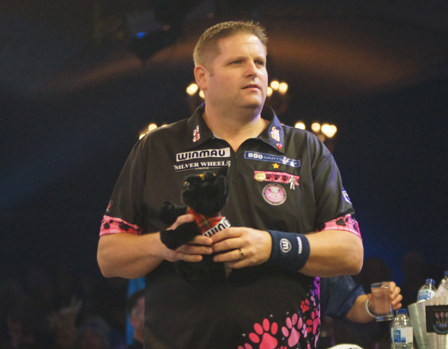 Mitchell Aims to Regain Lakeside Title